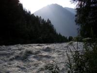 Речка Oetztaler Ache летом.