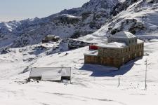 Горные приюты на Пассо Салати (Passo Salati, 2971 м).