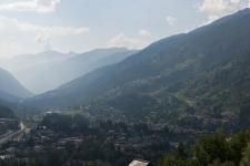 Понтедиленьо (Ponte di Legno - 1256 м) и долина Valcamonica.