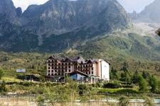 Пассо Тонале. Отель Piandi Neve 4* открыт только зимой.