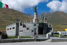 Пассо Тонале. Мемориал в честь павших в Первой Мировой войне.