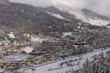 Слева - Давос Платц (Davos Platz), справа - Давос Дорф (Davos Dorf).