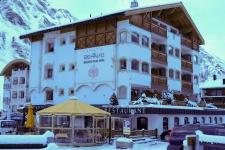 Самнаун. Отель и ресторан Des Alpes.