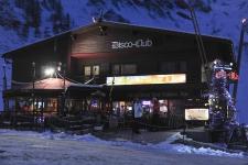 Этот диско-клуб Самнауна деликатно стоит в стороне от жилья.