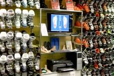 Зона беспошлинной торговли предполагает, видимо, гигантский выбор ботинок.