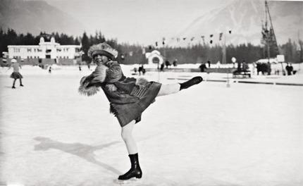 Соня Хени, самая молодая участница. На момент выступления ей было полных одиннадцать лет. Первые Игры – последнее место. Но последующие три Олимпиады принесут Соне только золото!